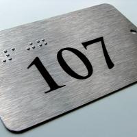 Tabliczki informacyjne dla niewidomych